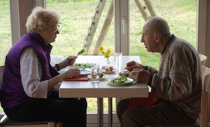 Gäste beim Mittagstisch